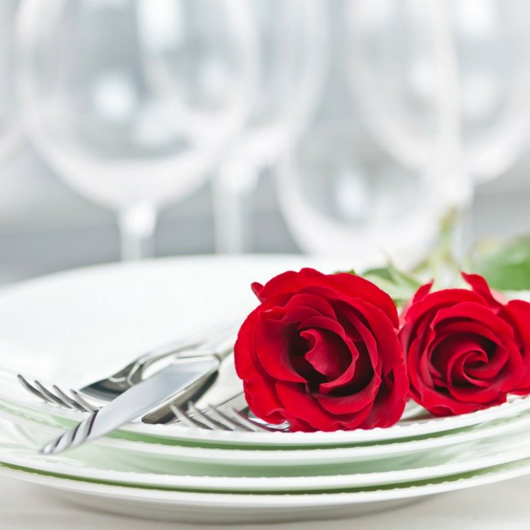 Looking for a great date night restaurant in downtown Chicago? Check out this list of 12 romantic restaurants in Chicago, from the eyes of a local, and you're sure to find something you love.