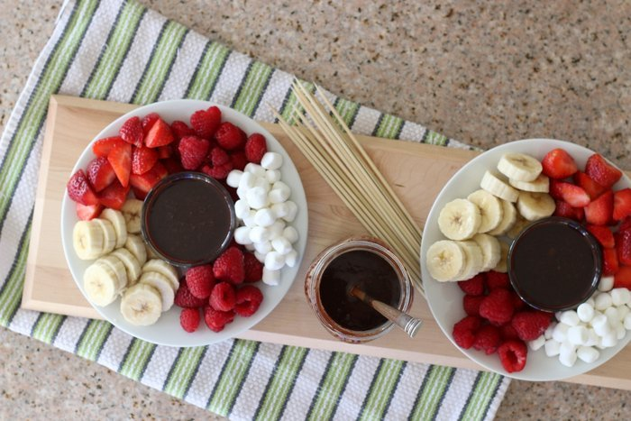 Try this healthier yet homemade alternative for a fun and simple snack with the kids. Perfect for Valentine's Day!   Strawberries, raspberries, bananas, marshmallows and homemade chocolate sauce