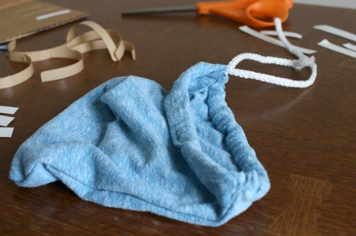 diy-drawstring-bag-with-thread-pulled-through-for-handle