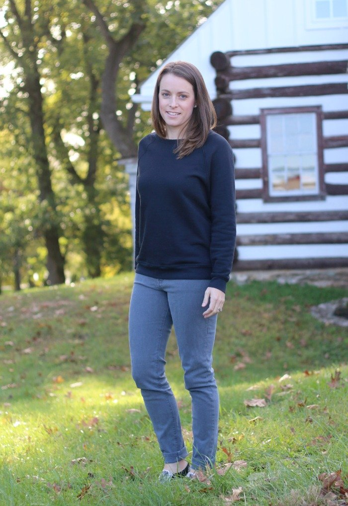 everlane-sweatshirt-and-industry-standard-gray-jeans