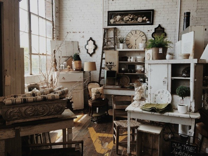 5 Great Ways To Include Antiques In Any Decor