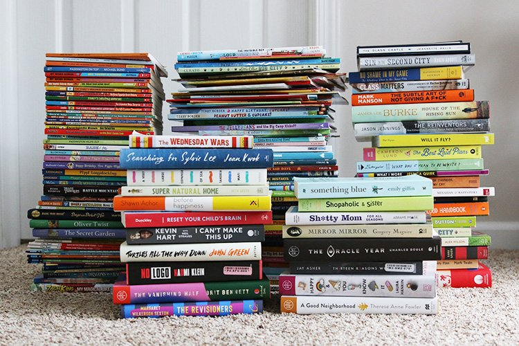 30+ Ways To Responsibly Dispose Of Old Books (Sell, Donate, & Recycle)